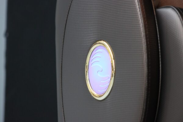 Massagestol-Apollo-brunt-guld-LED-ljus