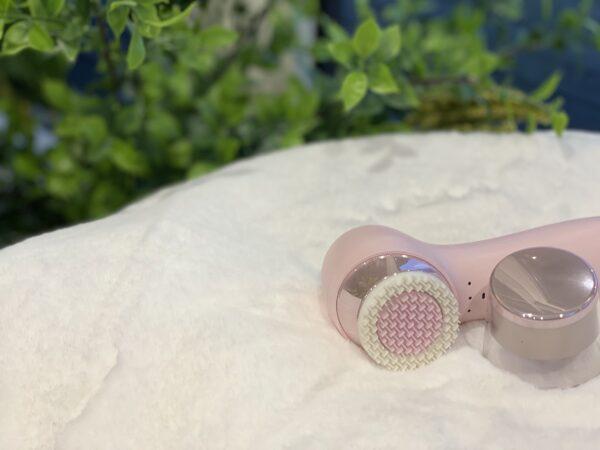 Ansigtsmassagerenser fra World of Comfort - gummi børste og ultrastød system